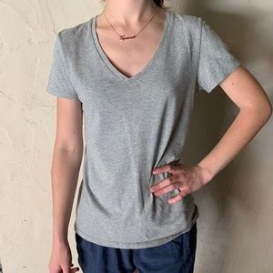 Everlane Gray V Neck Tee Size Medium